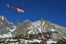 Liebherr 30 LC helps to install the unique telescope at Observatory Skalnaté Pleso.